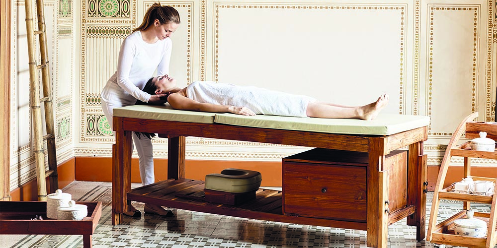 Table-de-massage-fixe-bois-massif-