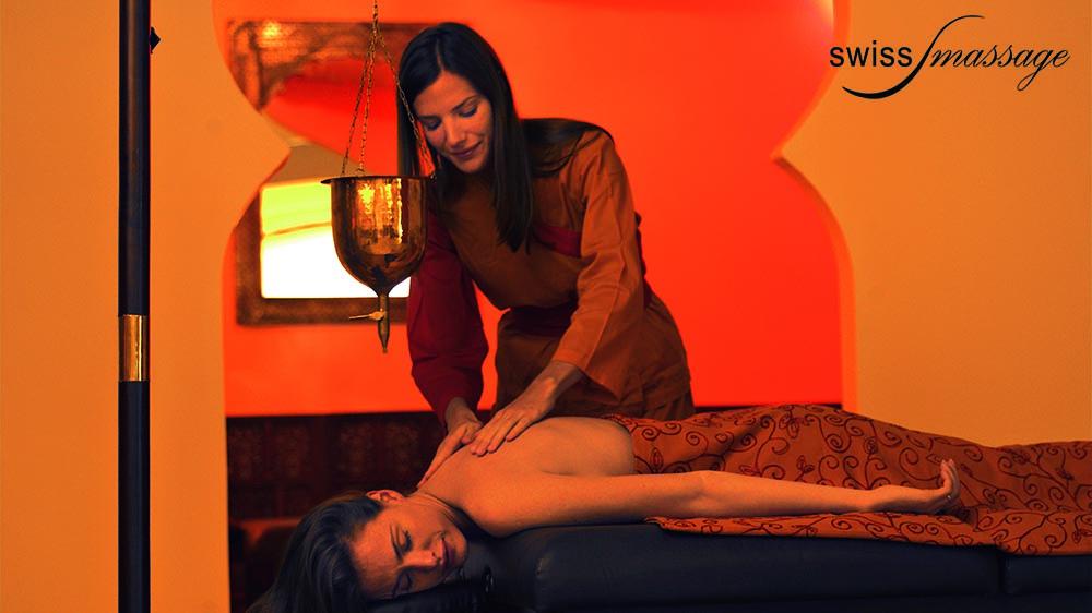 Table ayurvédique modèle india massage ayurveda